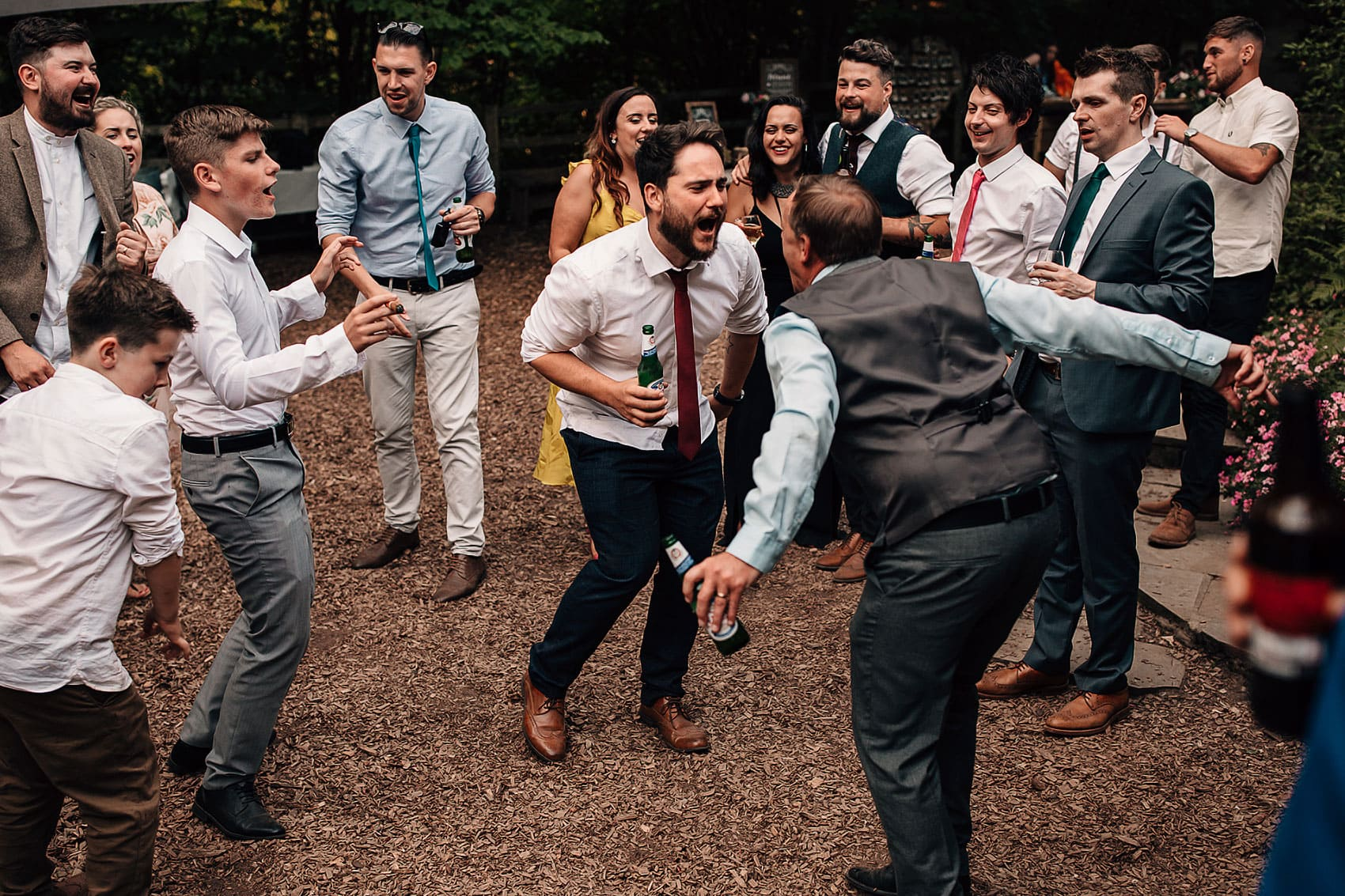 outdoor boho wedding party photography