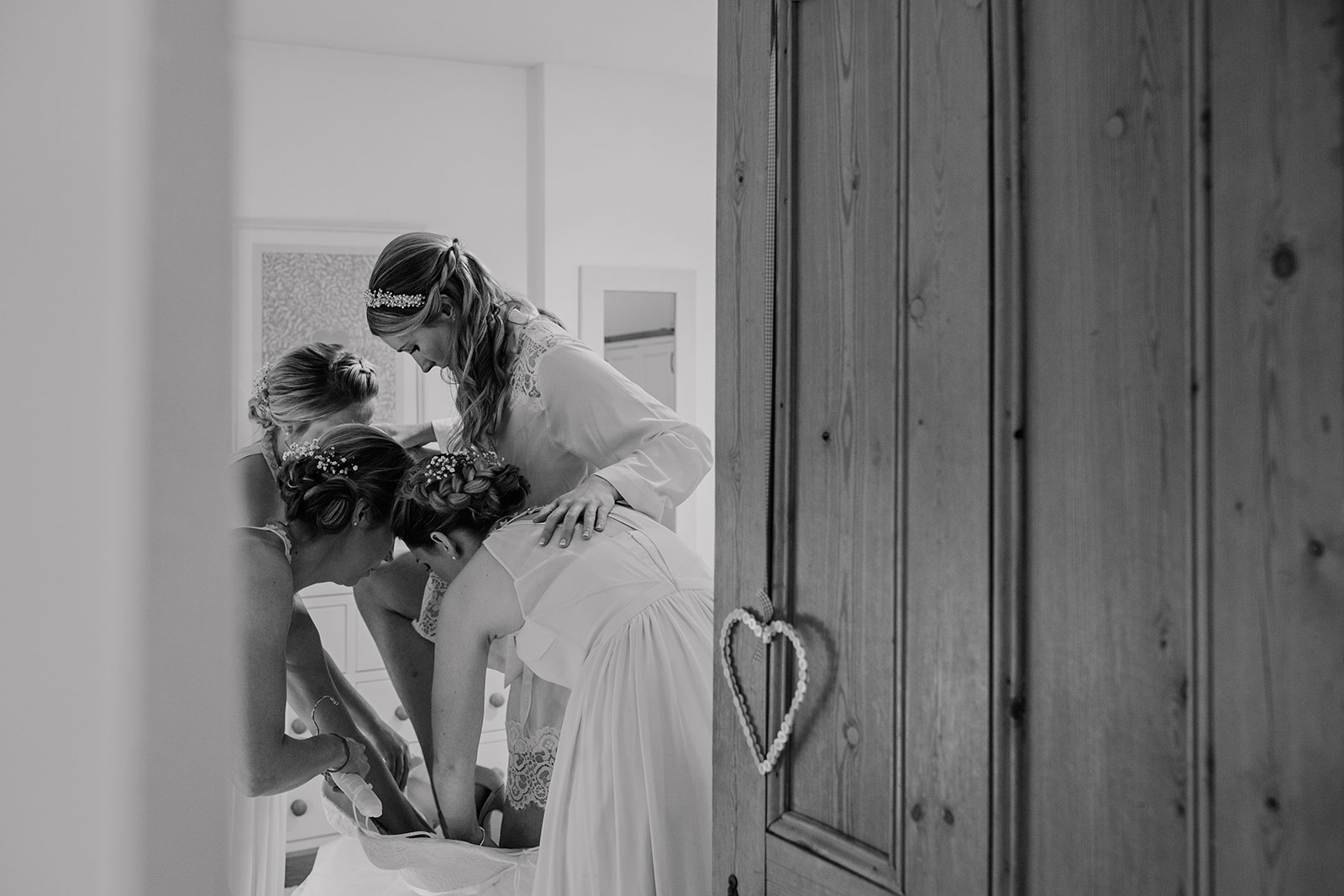 Middleton Lodge wedding photography bridal preparations