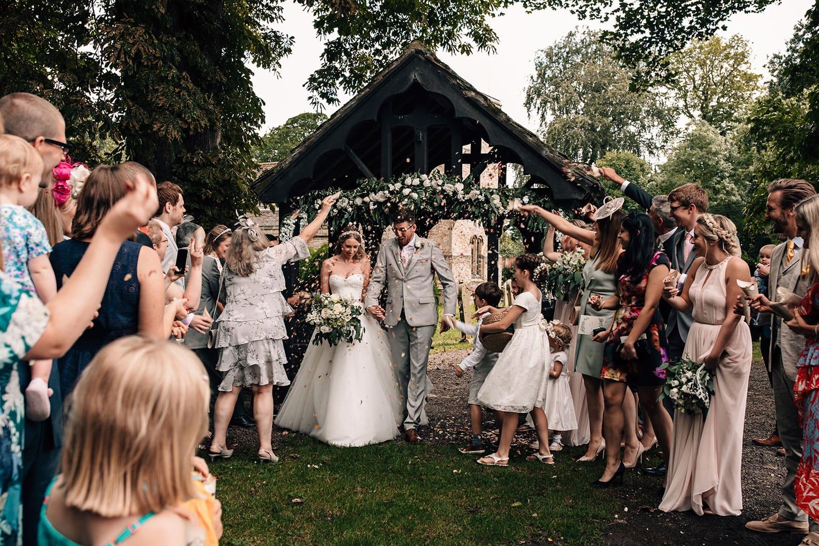 outdoor wedding photography confetti