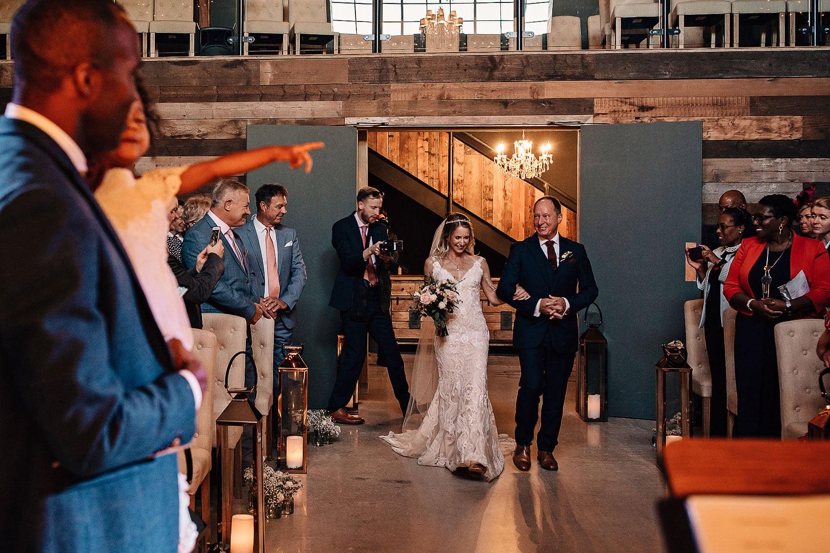 barn wedding ceremony photography