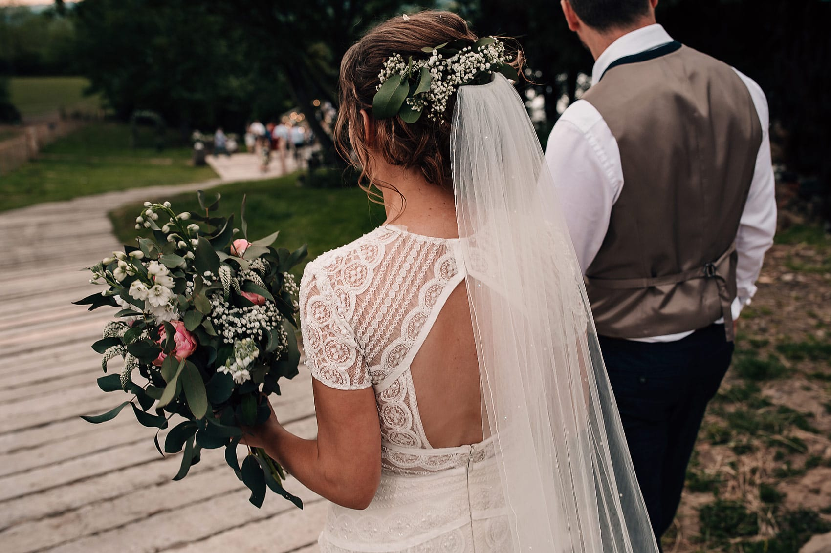 individual lace wedding dress